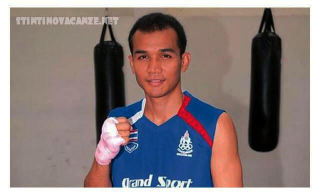 สิบเอก วรพจน์ เพชรขุ้ม เกิดวันที่ 18 พฤษภาคม พ.ศ. 2524 ที่อำเภอพนม จังหวัดสุราษฎร์ธานี เป็นนักกีฬามวยสากลสมัครเล่นชาวไทย เจ้าของเหรียญเงิน