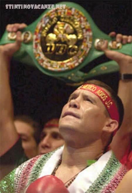 ฆูลิโอ เซซาร์ ชาเบซ กอนซาเลซ  นักมวยสากลชาวเม็กซิโกอดีตแชมป์โลก 3 รุ่น ขวัญใจชาวเม็กซิโก เช่นเดียวกันกับ โรเบร์โต ดูรัน นักมวยสากล